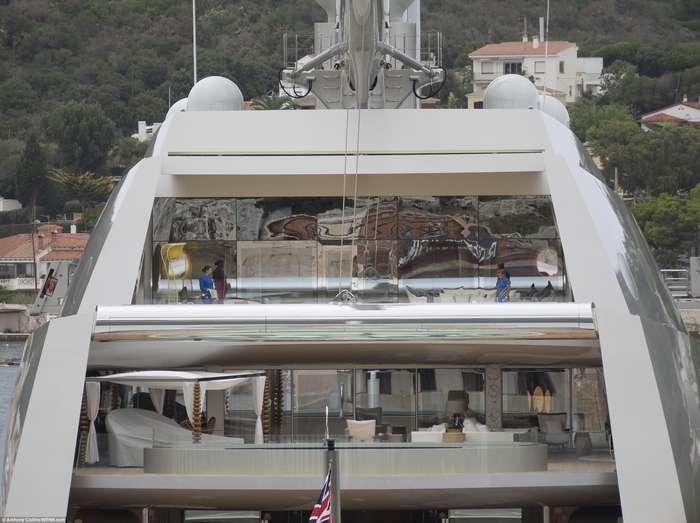 Как выглядит яхта российского олигарха-8 фото-