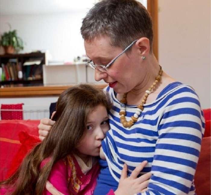 Британская мама решила кормить дочь грудью до 10 лет, чтобы повысить ее IQ-6 фото-