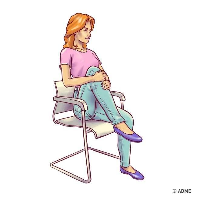 6упражнений для плоского живота, которые можно делать прямо настуле