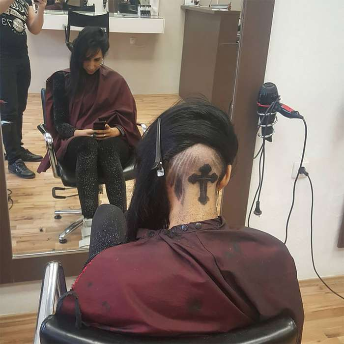 Парикмахер выстригает портреты знаменитостей на головах клиентов-16 фото-
