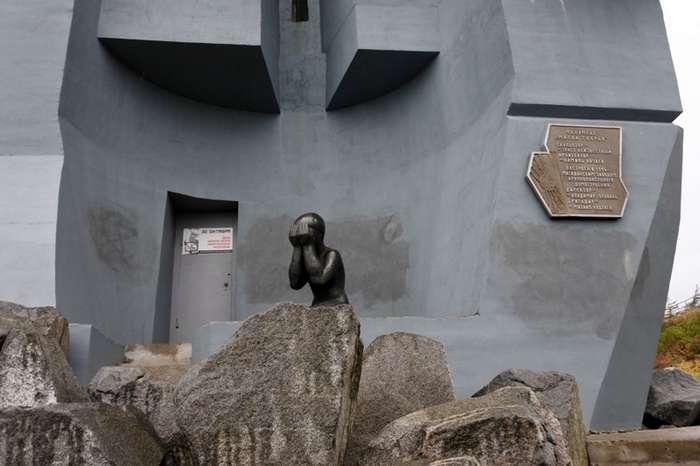 Магадан. Два знаковых памятника-10 фото-