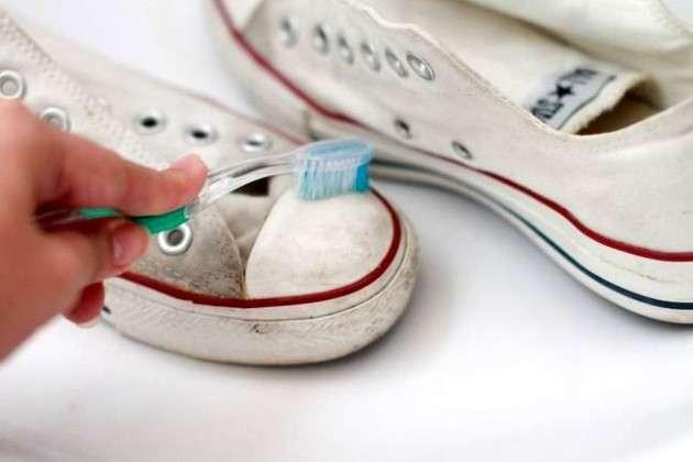 Не выбрасывайте старую зубную щетку, она может пригодиться. Вот как необычно ее можно использовать-18 фото-
