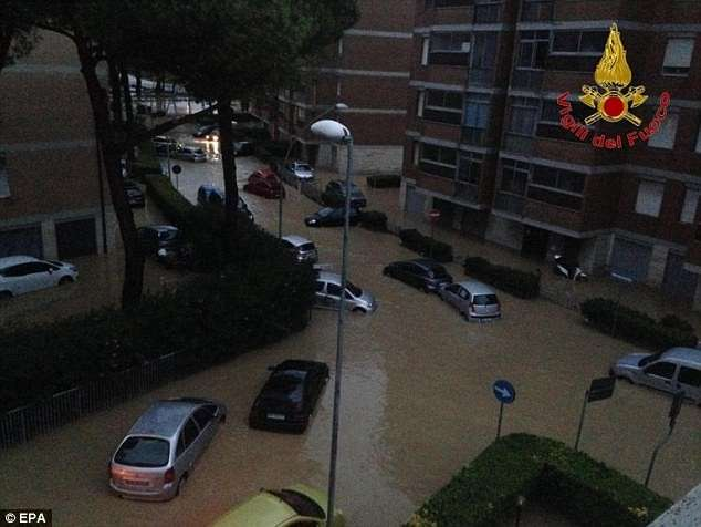 Сильные дожди в Италии привели к затоплению Ливорно и гибели людей-20 фото-