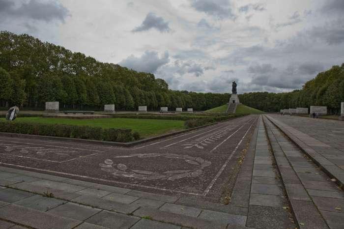 Воин-освободитель,Мемориал павшим советским воинам !!-51 фото-