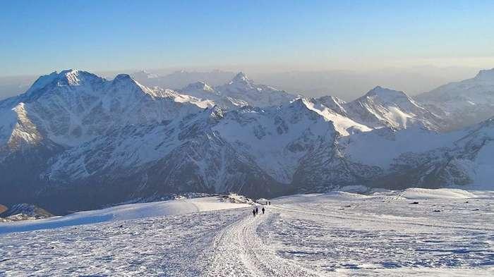 На вершину Эльбруса на броневиках: стартовала уникальная экспедиция Минобороны-17 фото-