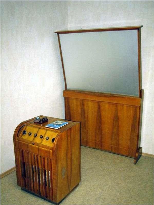 Проекционный телевизор -Москва-. Московский телевизионный завод. 1957 год-2 фото-