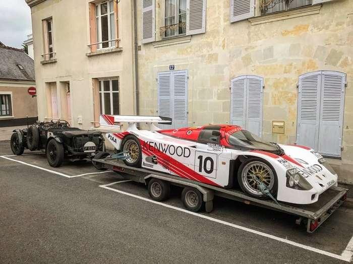 Раритетный Bentley в качестве тягача для гоночного Porsche-3 фото-