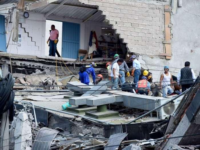 Стихия безжалостна: 15 шокирующих фото последствий землетрясения в Мексике-16 фото-
