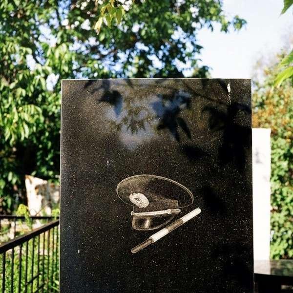 Необычные надгробия-72 фото-