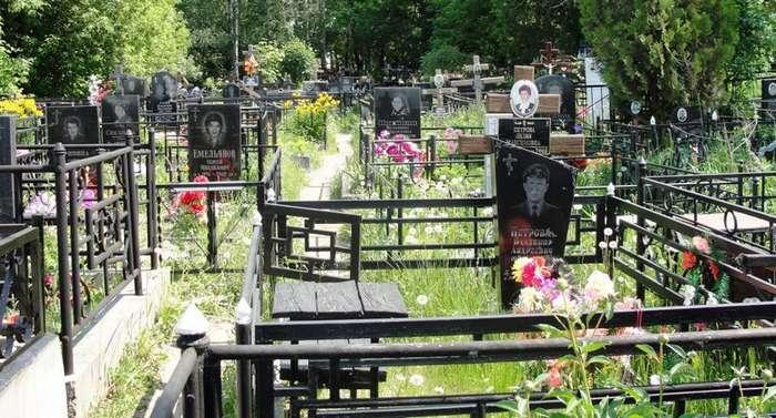 Почему нельзя ничего брать с кладбища-3 фото-