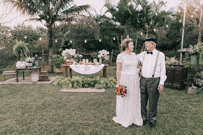 У супругов не осталось снимков со свадьбы, но спустя 60 лет им устроили праздничную фотосессию-14 фото + 1 видео-