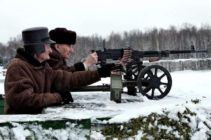 Пенсионер расстрелял из автомата троих чужаков, пришедших его ограбить-1 фото-