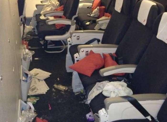 Чего не следует делать в воздухе: отвратительные вещи, которые раздражают всех пассажиров самолетов-11 фото-