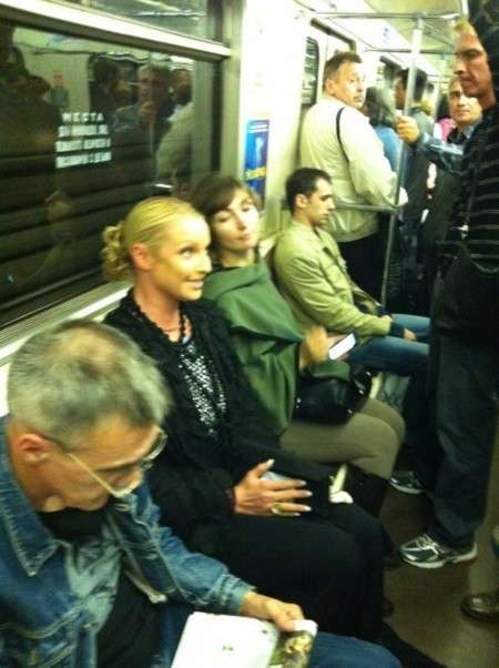 Подземка для всех: звезды в метро-23 фото-
