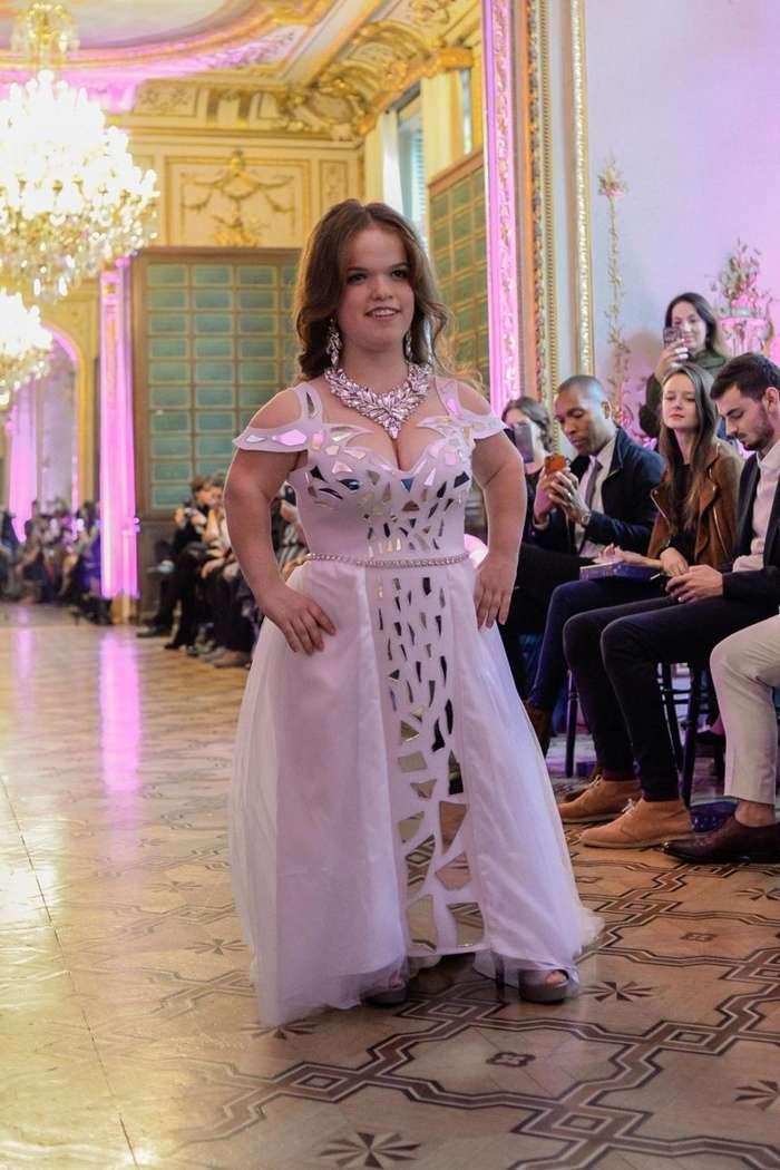 140-сантиметровые модели покорили подиум на Неделе моды в Париже-13 фото-