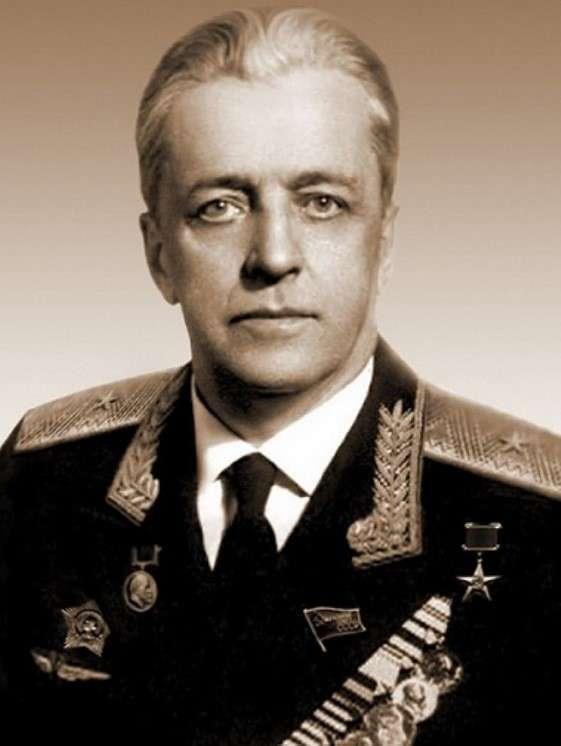 115 лет назад родился советский авиаконструктор Владимир Мясищев-9 фото-