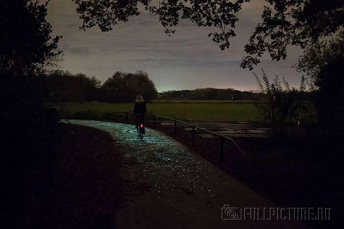 Волшебная светящаяся велодорожка в Нидерландах