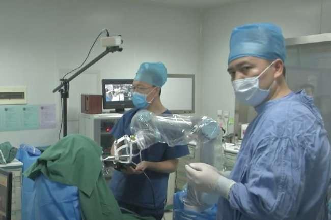 В Поднебесной робот-дантист провел имплантацию зубов