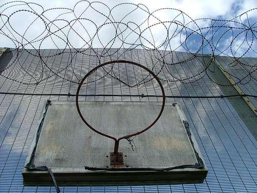 -Исправьте меня полностью-. Заключенные американских тюрем делятся самыми жуткими вещами, которые им довелось увидеть