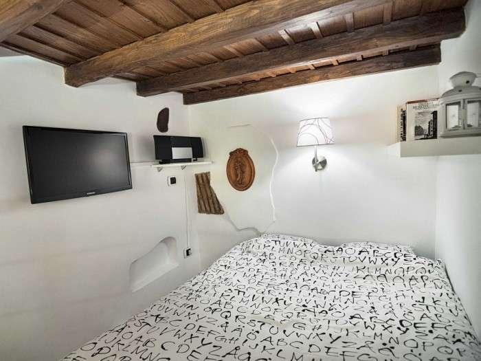 Меньше бытовки: Гениальные хитрости планировки квартиры в центре Рима площадью менее 7 кв. метров
