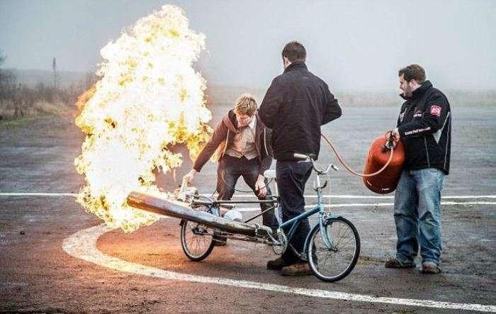 Как британец из старого велосипеда сделал ракету на колесах