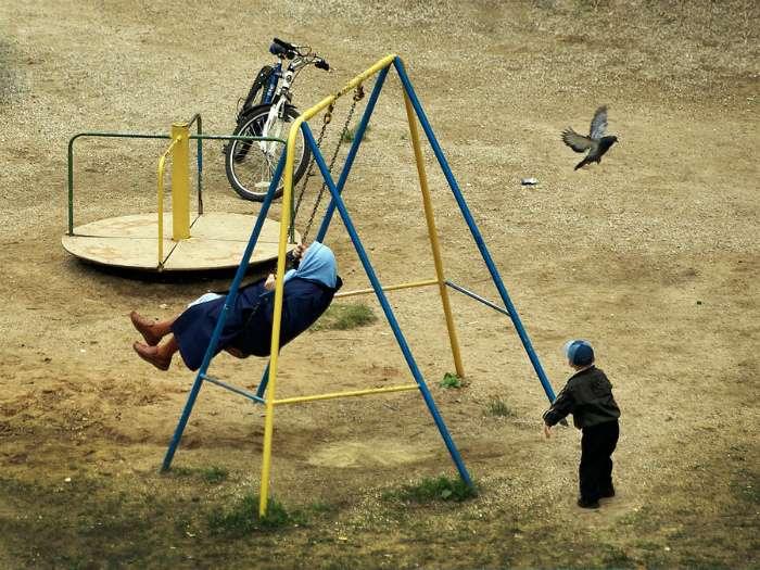 18 позитивных снимков о взрослых, которые ведут себя, как дети