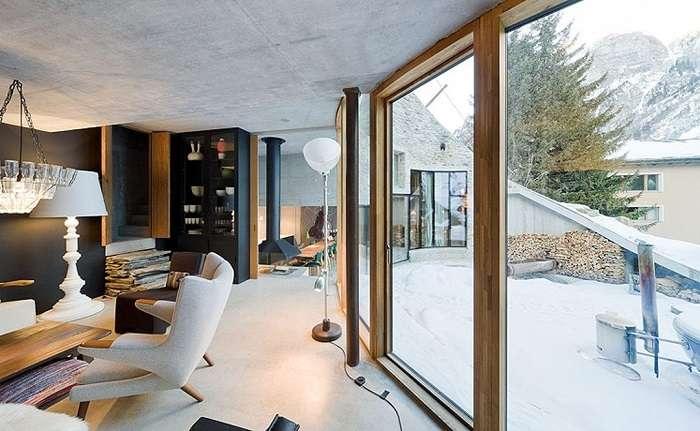 Отель-нора: В швейцарских Альпах построили необычную виллу внутри склона горы