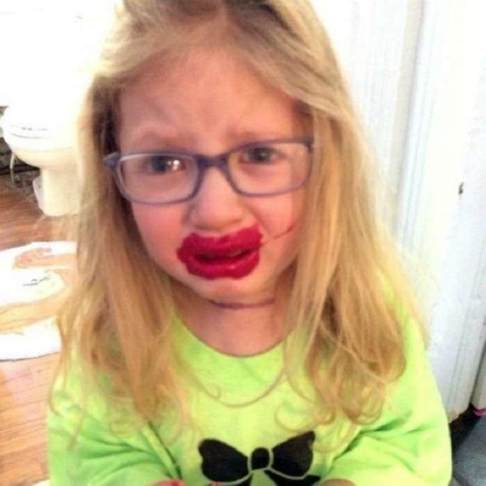 Осторожно, карапузы: 18 жизненных фотографий о том, что происходит, когда в доме появляются дети