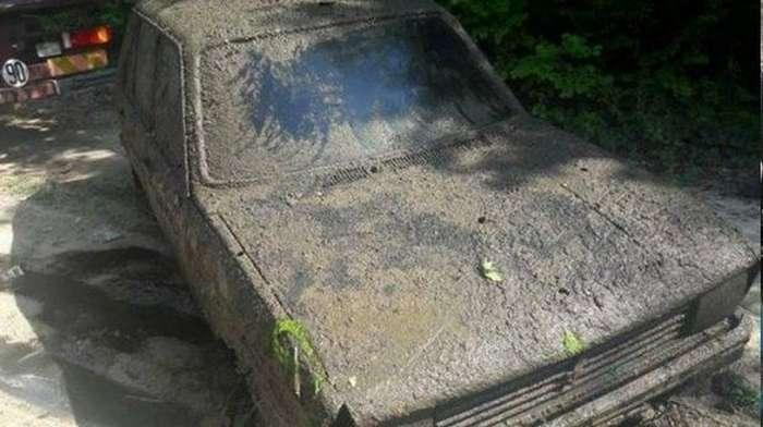 Француженке вернули машину после 38 лет в пруду (3 фото)