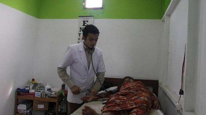 Мусор как плата за визит к врачу &8212; в Индонезии все возможно (5 фото)