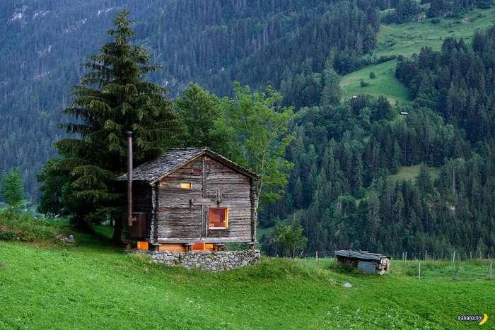 Обманчивая избушка в Альпах