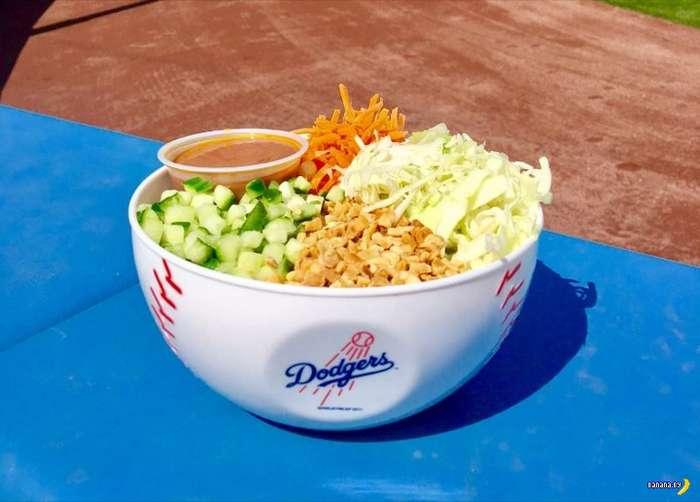 Чем кормят и поят на стадионе Dodger в США