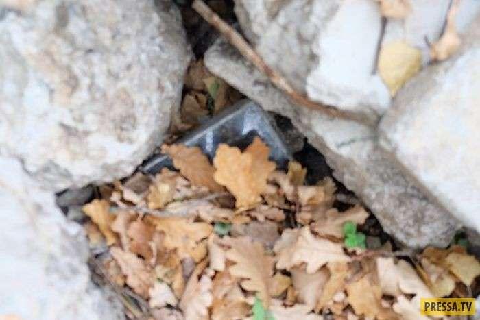 В Тульской области дорогу ремонтируют надгробиями с могил летчиков (7 фото)