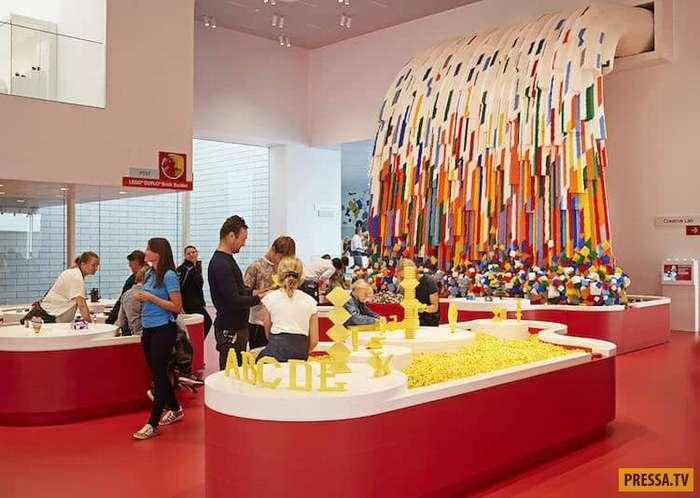 В Дании открылся невероятно крутой музей LEGO (12 фото)