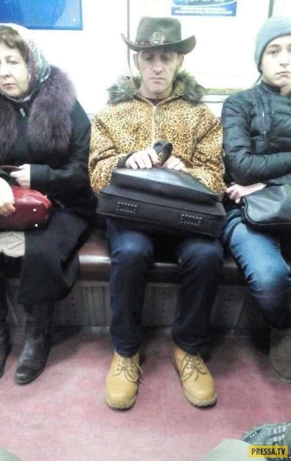 Забавные и странные люди из метро (36 фото)