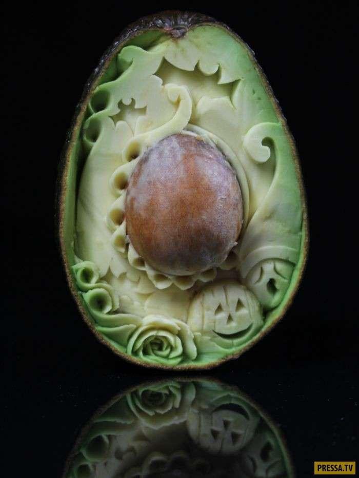Художник показал, как превратить авокадо в ночной кошмар (5 фото)