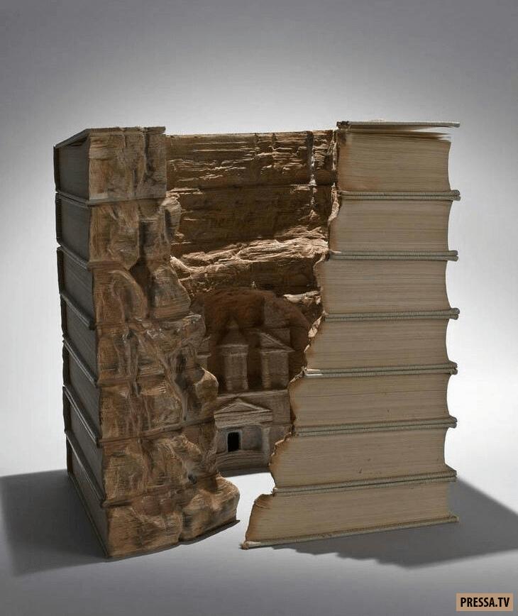 Художник создает удивительные пейзажи из старых книг! (12 фото)