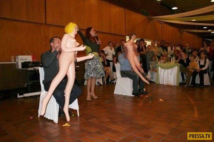Когда тамада на свадьбе увлекся и зашел слишком далеко… (23 фото)
