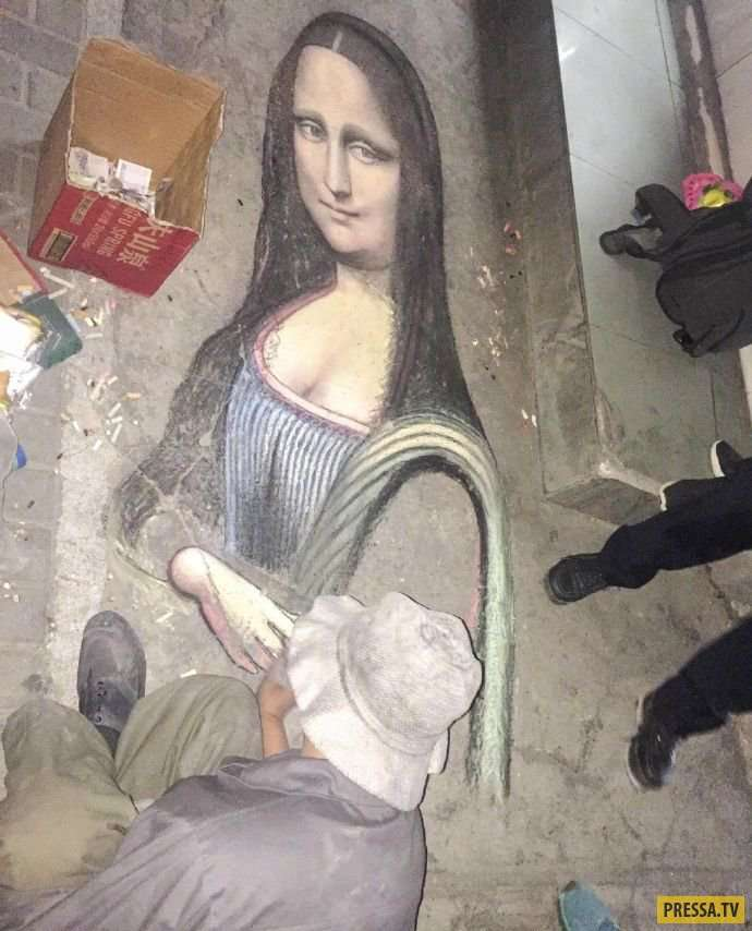 Уличный китайский художник нарисовал мелками на асфальте Монну Лизу (6 фото)