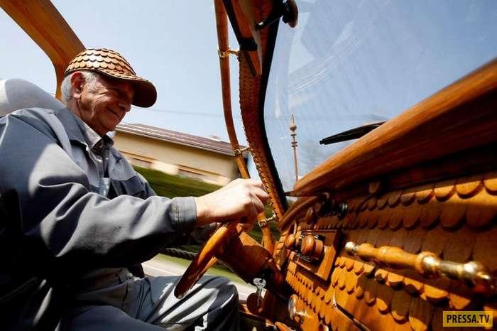 71-летний боснийский пенсионер Момир Бойик сделал деревянный -Фольксваген-жук- (10 фото)