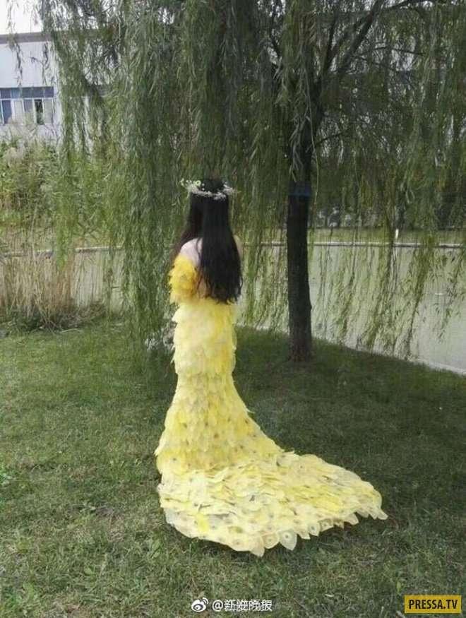 Китайская студентка сшила необычное платье из листьев (10 фото)