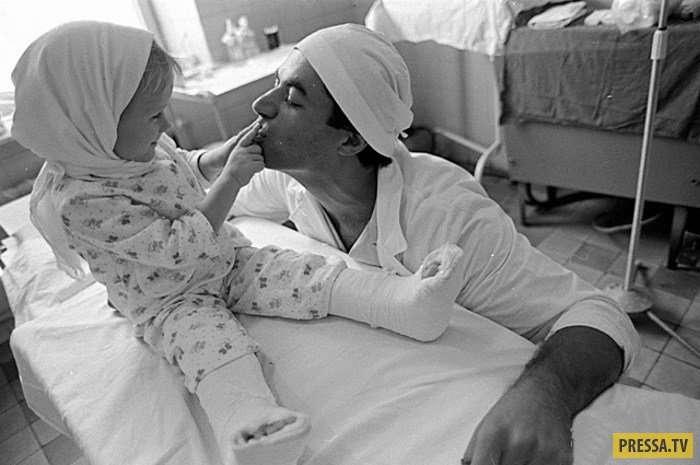 Судьба девочки, которой советские врачи сумели приживить отрезанные ступни (12 фото)