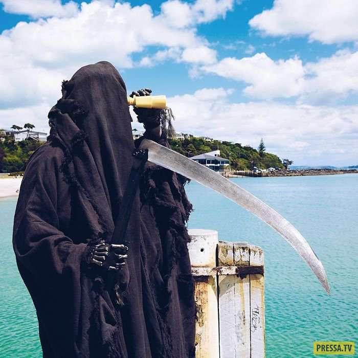 Этот жуткий жнец на самом деле оказался проделкой правительства Новой Зеландии! (30 фото)