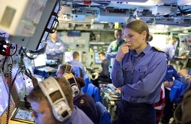 Первую в истории британского флота женщину — капитана корабля с позором выгнали со службы -за секс--6 фото-