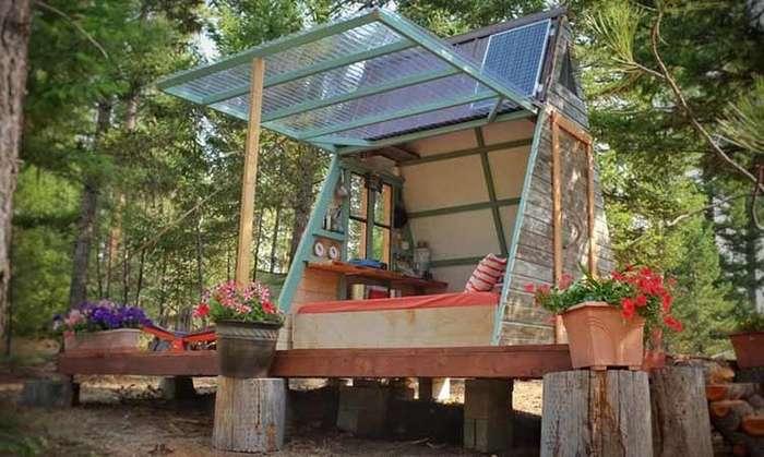 Вот какой дом-шалаш супруги построили за три недели и 700 долларов-8 фото-