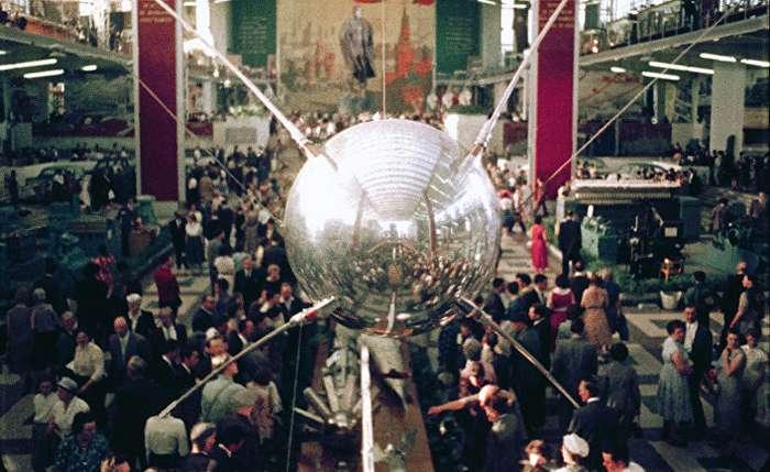 Спутник, вызвавший шок. Отто Вёрбах -Otto Wöhrbach- Der Tagesspiegel, Германия-5 фото-