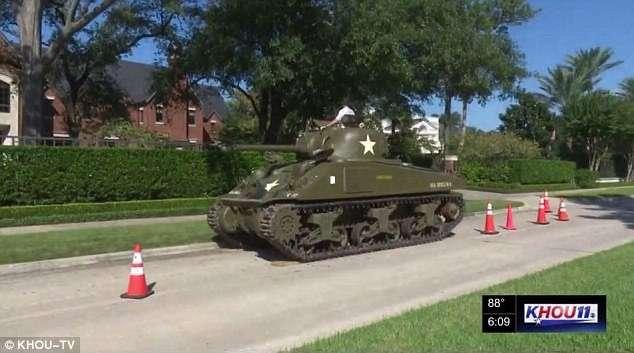 Американец купил танк за 600 тысяч долларов и взбесил соседей-2 фото + 1 видео-