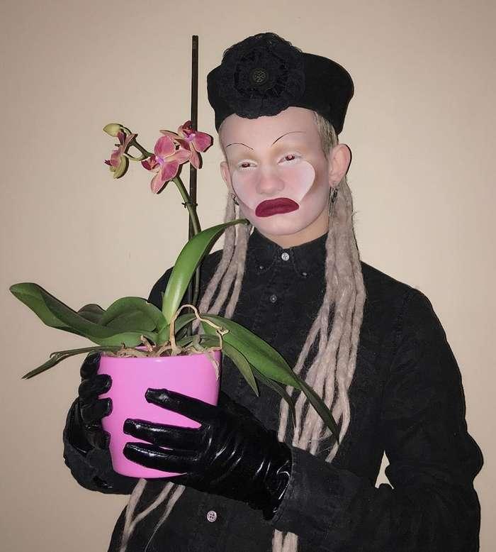Взгляни в глаза страху: блогер из Англии создает жуткие образы для Хэллоуина-23 фото-