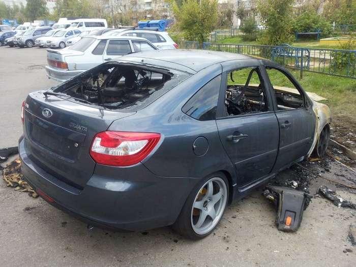 В Татарстане сожгли машину с громкой музыкой-3 фото-