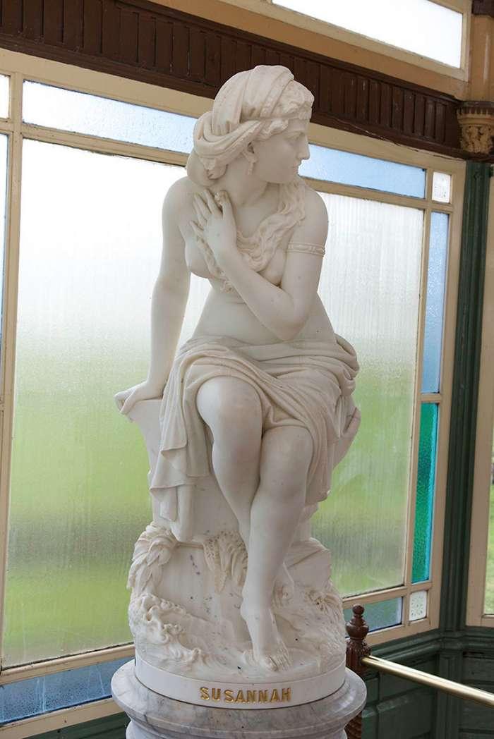 Художница раскрашивает статуи, чтобы вдохнуть в них жизнь-11 фото-